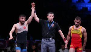 Erkekler serbest stil 57 kiloda Süleyman Atlı, bronz madalya kazandı