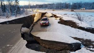 ABD'de 7'lik depremin ardından tsunami bekleniyor