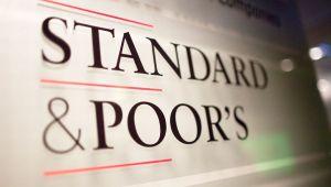 S&P, IBM`nin kredi notunu indirdi