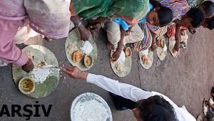 Dağıtılan pilavı yiyen 11 kişi öldü
