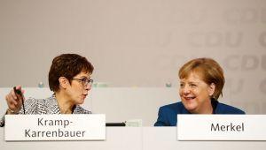 Son dakika... Almanya'da iktidarın büyük ortağı CDU, Merkel'in yerine yeni liderini seçiyor