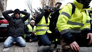 Son dakika: Paris'te biber gazı ve gözaltılar!