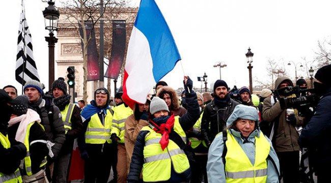 Son dakika: Paris'te sarı yeleklilerin gösterisi öncesinde 25 gözaltı