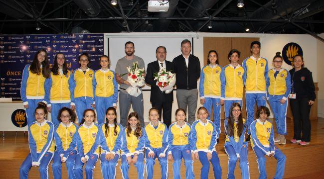 Dünya şampiyonu atletimiz Ramil Guliyev, Işıklılara sporda başarının sırrını verdi