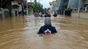 Endonezya'da sel: 42 ölü