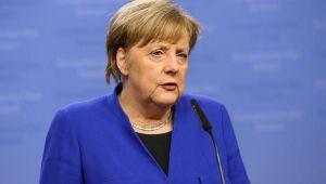 Merkel'den kamu kurumlarına uyarı!