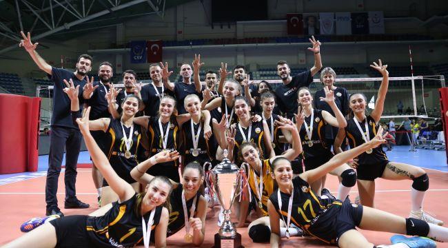 VakıfBank Genç Takımı üst üste üçüncü kez Türkiye Şampiyonu