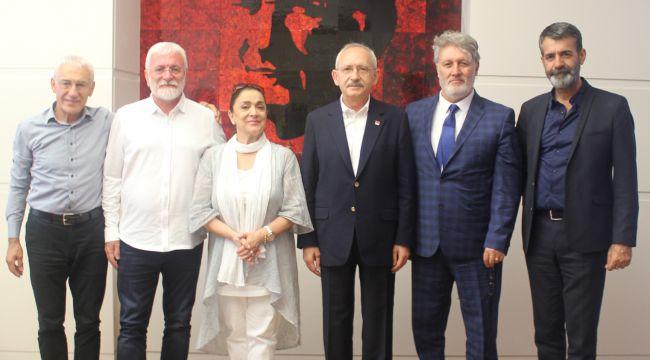Sanatçılardan Kılıçdaroğlu'na ziyaret