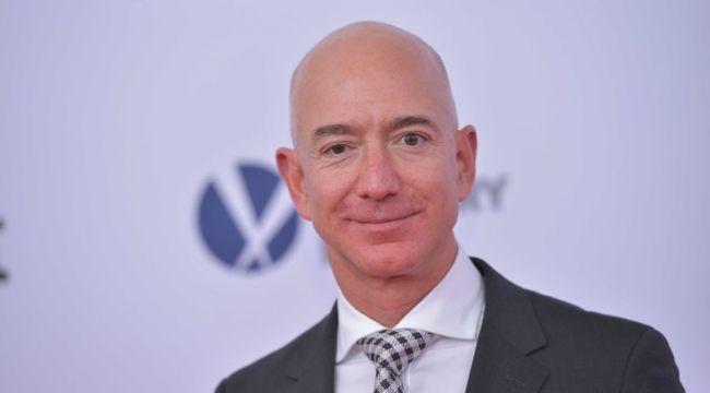 Bezos 'en zengin' unvanını kaybetti