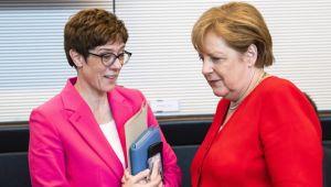 Almanya'da siyasi kriz büyüyor: Kramp-Karrenbauer görevi bırakıyor
