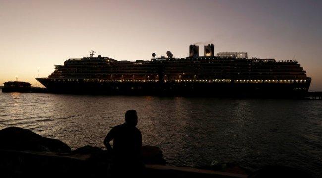 Virüs şüphesi taşıyan gemi Kamboçya'da demirledi!
