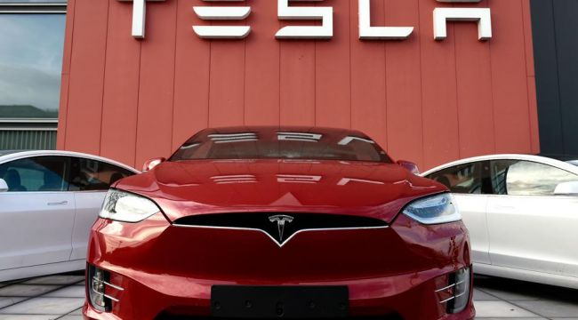 Çin kamu binalarında Tesla park yasağı