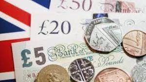İngiltere'de perakende satışlar beklentileri aştı