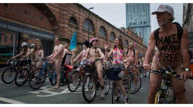 Çıplak bisiklet eylemi