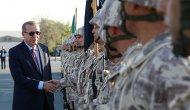 Cumhurbaşkanı Erdoğan, Katar'daki askeri üssü ziyaret etti