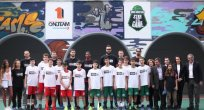 """""""Oyunda Kal"""" platformu Atina'da iki basketbol sahasını yeniledi"""