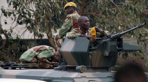 Zimbabve'de Mugabe komutanlarla görüşecek